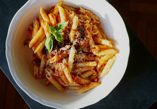 Penne all´amatricana mit Oliven